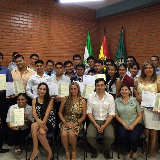 Entrega de diplomas internacionales de Postgrado UDABOL – UBJ